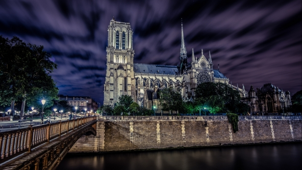notre-dame-de-paris-at-night-wallpaper-4